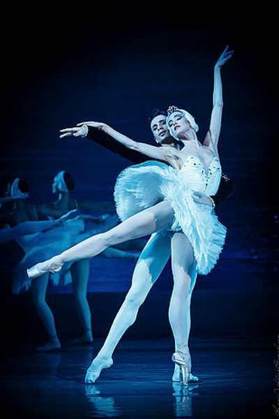 LE LAC DES CYGNES (Grand ballet du Kiev theater ballet)