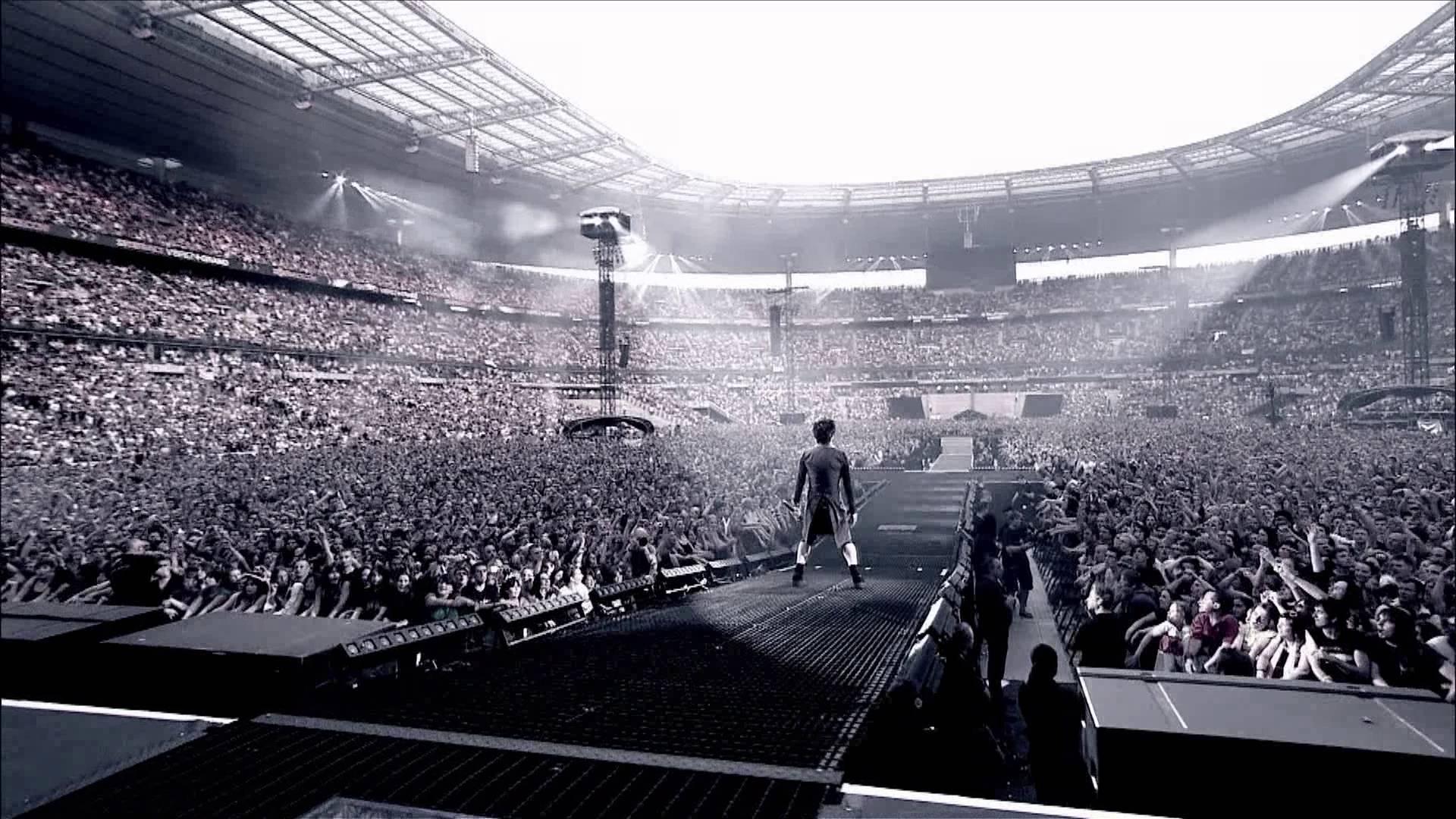 FOCUS / Les stades de Ligue 1 de football se mettent aux concerts : Coldplay, Céline Dion, Bruno Mars, Vieilles Canailles, etc.