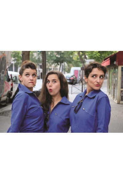 3 ACTRICES, DONT UNE