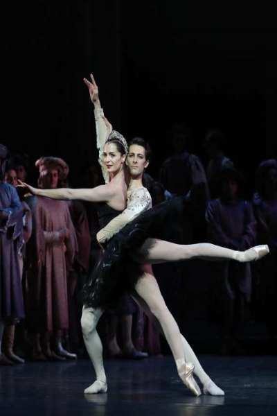 LAC DES CYGNES (Rudolf Noureev - Ballet et orchestre de l'opera de paris)