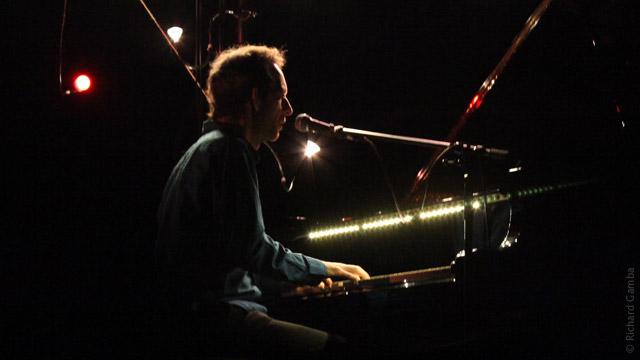 Arthur H solo au Bouffes du Nord (Paris, mars 2010)